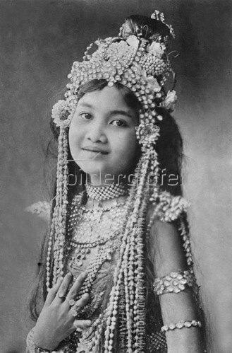 Gebrüder Haeckel: Siamesisches Maedchen um 1910