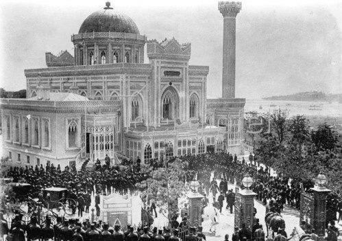 Gebrüder Haeckel: Selamlik der türkischen Marine im Yildiz Palast, Hamidiye-Moschee, um 1903