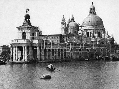 Gebrüder Haeckel: Venedig, Canal Grande, das alte Zollamt und die Barockkirche Santa Maria della Salute, um 1910