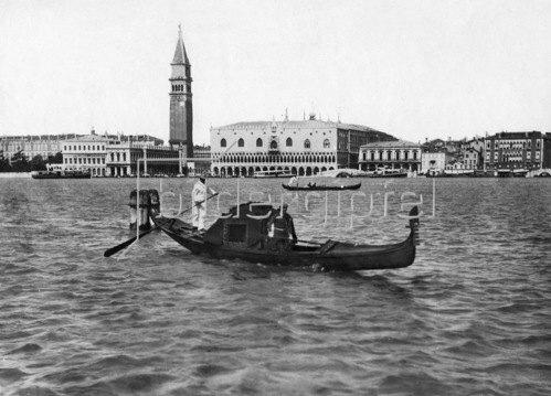 Gebrüder Haeckel: Venedig, Gondel auf dem Canal Grande, um 1910