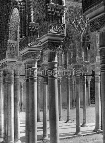 Gebrüder Haeckel: Granada: Saeulenhalle des Loewenhof in der Burganlage Alhambra, um 1910