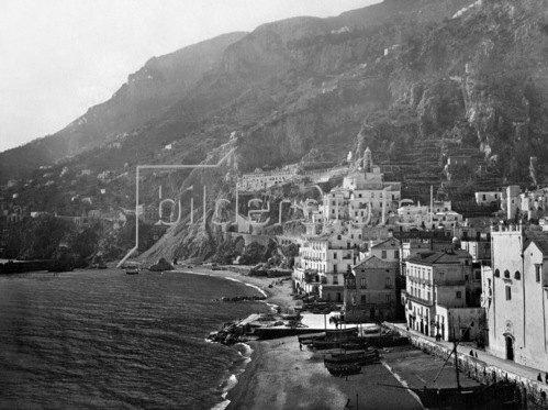 Gebrüder Haeckel: Italien, Kampanien: Blick auf Amalfi, um 1929