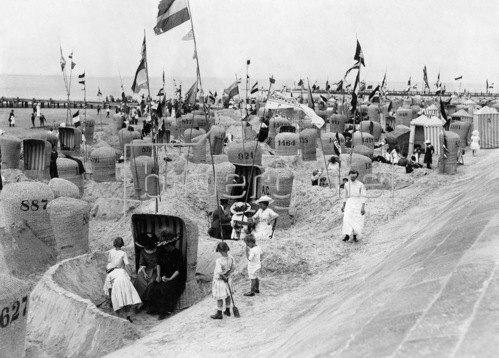 Gebrüder Haeckel: Blick auf den Strand von Norderney. Um 1910.