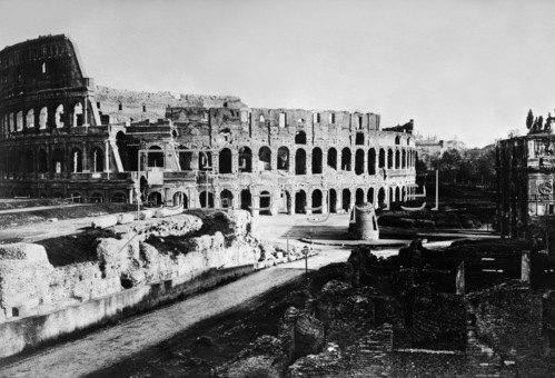 Gebrüder Haeckel: Italien, Latium, Blick auf das Kolosseum in Rom. Um 1910.