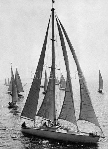 Metallboot 'Emasta' mit vier Focksegeln, 1936