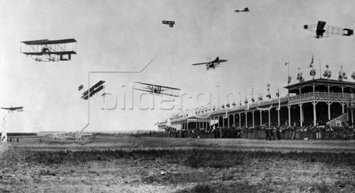 Aviation beginnings, France: Aeroplanes above the terraces of Betheny (Reims) (montage) 1909