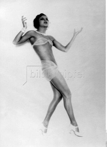 La Jana in a tight costume, 1928