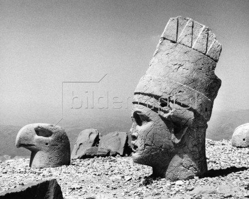 Kopf von Gott Mithras und einem Adler