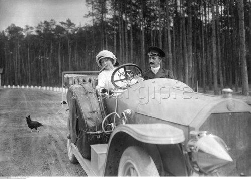 Cabriolet auf einer Landstrasse