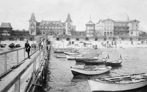 Ruegen, Strand und Kurhaus 1899
