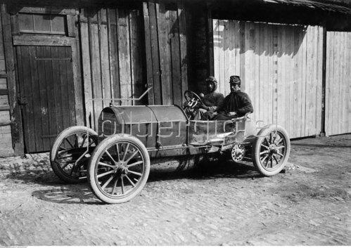 Alessandro Cagno am Steuer seines Fiat, 1904