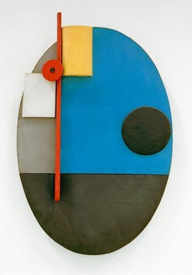 Kurt Schwitters: Ovale Konstruktion, c.1925.Relief.Wood, oil paint, 116.5 x 75 cm.Gift from Katherine S. Dreier to the Collection Société Anonyme,New Haven, Yale University Art Gallery