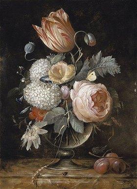 Hendrik de Fromantiou: Blumenstrauss in Glasvase mit Insekten und Pflaumen. Nach