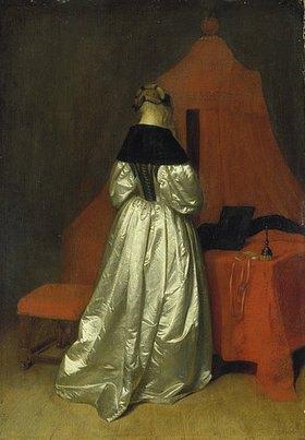 Gerard ter Borch: Dame in goldenem Gewand vor einem Bett mit roten Vorhängen