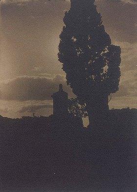 Baron Adolphe de Meyer: Silhouette von Baum und Turm im Abendhimmel