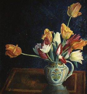 Dora Carrington: Tulpen in einem bemalten Krug
