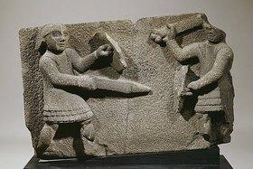 Römisch: Ein römisches Basaltrelief: Krieger