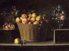 Juan de Zurbaran: Äpfel in einem Weidenkorb, ein Granatapfel auf einem Silberteller und ein Blumenstrauß in einer Glasvase auf einem Steingesims