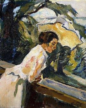 Leo Putz: Frieda, Frau des Künstlers im Sommerlicht am Balkon lehnend. Zwischen 1919 und 1922 in Gauting gemalt