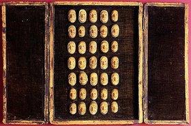 Unbekannt: Ein seltenes Set von 35 geschnitzten Miniaturen des menschlichen Gesichts mit der Darstellung unterschiedlicher Leiden und Befindlichkeiten. Präsentiert in einem mit Samt ausgekleideten und mit Leder überzogenen Koffer mit Doppeltüren. Spätes 18. Jh
