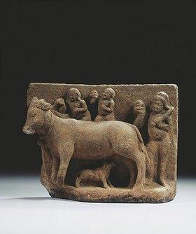 Indisch: Eine Kuh, ein Kalb säugend und drei Personen im Hintergrund. Indien, Gupta Dynastie, circa 6. Jahrhundert