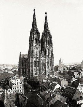 Anonym: Kölner Dom. Die vollendete Domfassade vom Turm der St.-Andreas-Kirche aus gesehen, Foto von A. Schmitz