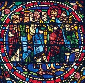 Französisch: Mittleres Westfenster mit Kindheit und Leben Christi. Um 1145-1155. Detail: Die Jünger begleiten Christi nach Jerusalem