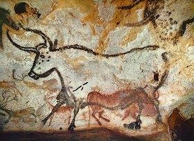 Unbekannter Künstler: Höhle von Lascaux. Großer Saal, linke Wand: Zweiter Stier. Unten: Kniendes Rotes Rind. Ca. 17.,000 v. Chr