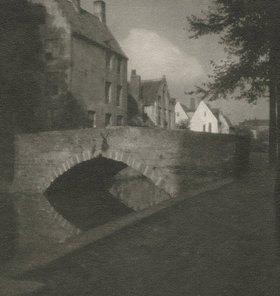 Heinrich Kühn: Ohne Titel (Häuser am Kanal)