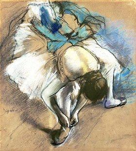 Edgar Degas: Tänzerin beim Schnüren der Ballettschuhe