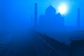 Günter Kozeny: Indien, Agra; Taj Mahal im Flußnebel