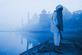 Günter Kozeny: Indien; Agra; Taj Mahal; Fährmann am Yamuna-River