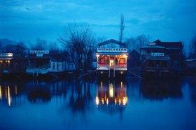 Günter Kozeny: Indien; Srinagar; Hausboote auf dem Dal-See
