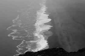 Günter Kozeny: Island; »Cap Dyrholaey« Schwarzer Strand