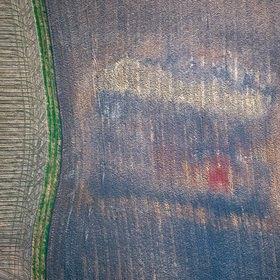 Günter Kozeny: Luftaufnahme, Farbstruktur in Ackerfläche mit rotem Fleck
