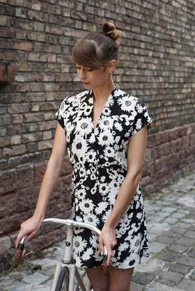 Horst A. Friedrichs: Cycle Style.<p>Amélie rides a Fixi Inc. BlackJack