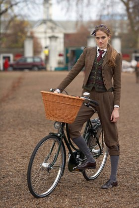 Horst A. Friedrichs: Cycle Style.<p>Elinor rides a Pashley Princess Sovereign