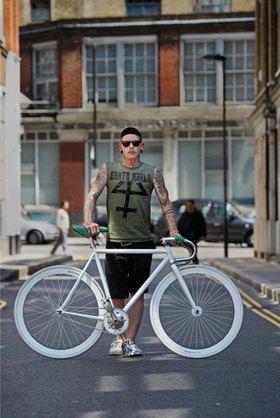 Horst A. Friedrichs: Cycle Style.<p>Frankie rides a custom built old charge frame with a custom spray job