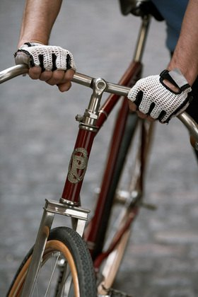 Horst A. Friedrichs: Cycle Style.<p>Cally rides a Pierce