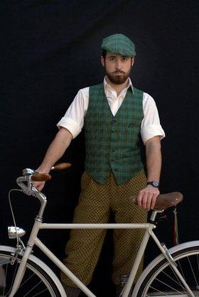 Horst A. Friedrichs: Cycle Style.<p> Alex rides an Abici Granturismo