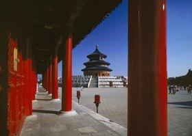 Blick auf die Halle der Ernteopfer, Tempel des Himmels im Tiantan Park, Peking, China