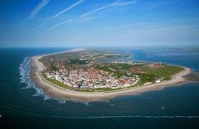 Norderney mit Hafen, Insel Norderney, Ostfriesische Inseln, Niedersachsen, Deutschland