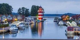 Leuchturm im Hafendorf Rheinsberg, Rheinsberger See, Brandenburg, Deutschland