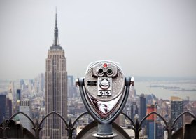 M¸nzfernglas auf dem Rockefeller Center mit Blick zum Empire State Building, Manhattan, New York City, New York, USA