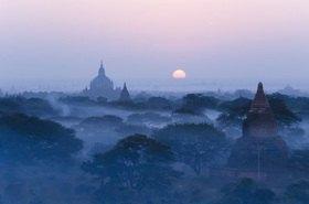Ebene der Pagoden im Sonnenaufgang, Bagan, Magway, Burma