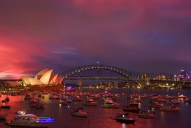 Blick über den Farm Cove auf Opera House und Harbour Bridge, Sydney, New South Wales, Australien
