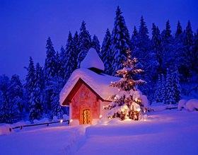 Weihnachtliche Kapelle in der Elmau, Oberbayern