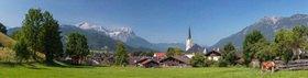 Blick zur Pfarrkirche Maria Himmelfahrt in Partenkirchen mit Alpspitze (2628m), Waxensteinen und Kramer (1985m), Garmisch-Partenkirchen