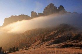 Grödnerjoch gegen Nordabstürze der Sellagruppe, Dolomiten, Trentino-Südtirol, Italien