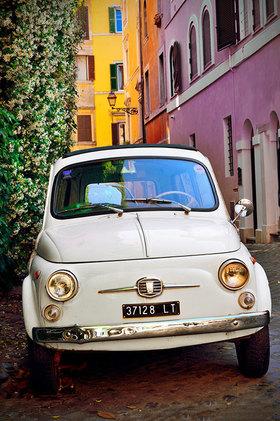 Alter Fiat 500 im Stadtteil Trastevere, Rom